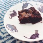 Recept: Vegan fudgy gezouten caramel brownies